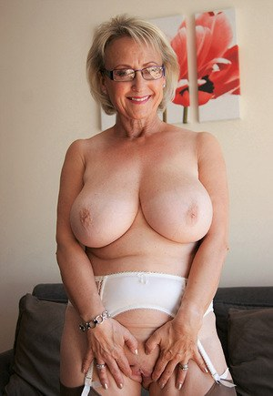 Busty blonde vicky vette mastrubates for you 1